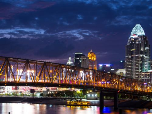 Cincinnati oh so Flashy image by Don Sniegowski https://upload.wikimedia.org/wikipedia/commons/0/00/Cincinnati_Oh_So_Flashy_%28195470819%29.jpeg